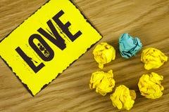 Amour des textes d'écriture Concept signifiant des relations sexuelles romantiques d'attachement d'affection profonde intense de  Photographie stock