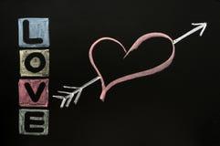 Amour dessiné dans la craie sur un tableau Photographie stock libre de droits