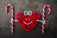Amour doux Coeur et lucettes sur un fond foncé Jour ou mariage du ` s de Valentine Photographie stock