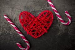 Amour doux Coeur et lucettes sur un fond foncé Jour ou mariage du ` s de Valentine Image libre de droits