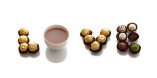 Amour effectué par les chocolats et le café de ramassage Image stock
