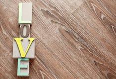 Amour en bois coloré de lettres Image libre de droits