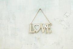 Amour en bois d'inscription sur la corde Photographie stock libre de droits