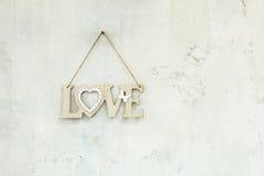 Amour en bois d'inscription sur la corde Images stock