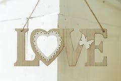 Amour en bois d'inscription sur le mur Images stock