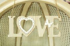 Amour en bois d'inscription sur le mur Image libre de droits
