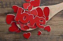 Amour en bois de cuillère et de mot Image libre de droits