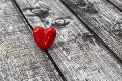Amour en bois de jour de valentines de fond de coeur rouge Photo stock