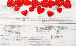 Amour en bois de jour de valentines de fond de coeurs rouges Image libre de droits