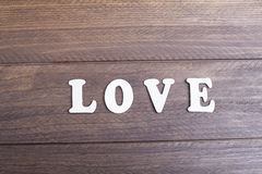 Amour en bois de moyens de lettres Image libre de droits