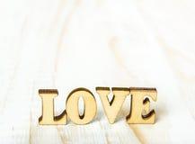 Amour en gros plan de mot fait de bois Images libres de droits