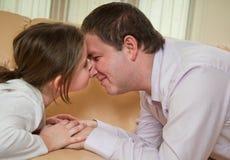 Amour - enfant avec le père Photographie stock libre de droits