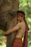 Amour entre l'humain et l'éléphant Photo stock