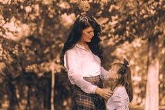 Amour entre la mère et la fille Photographie stock libre de droits