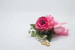 Amour et anneaux de fleurs Image stock