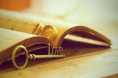 Amour et bague de fiançailles principaux Photo libre de droits
