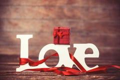 Amour et cadeau de Word Images libres de droits