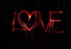 Amour et coeur - brouillez la photo des lampes rouges Photos stock