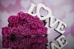 Amour et coeur en bois de lettres Image stock