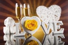 Amour et coeur en bois de lettres Photographie stock