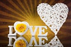 Amour et coeur en bois de lettres Images stock