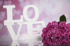 Amour et coeur en bois de lettres Photos libres de droits