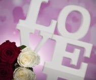Amour et coeur en bois de lettres Photos stock