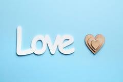 Amour et coeurs sur le fond bleu Photographie stock