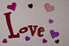 Amour et coeurs sur le papier rose horizontal Images stock