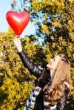 Amour et femme de jour de valentines Images libres de droits