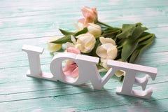 Amour et fleurs de Word Photos stock