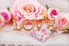Amour et fond de roses Photographie stock
