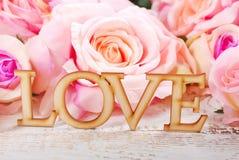 Amour et fond de roses Images libres de droits
