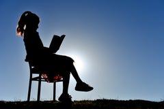Amour et intérêt lue et de lecture Images stock