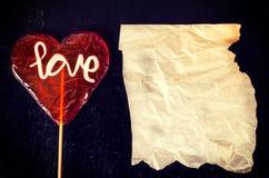 Amour et papier froissé Photographie stock libre de droits