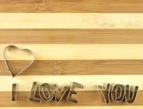 Amour et planche à découper de pain Images stock