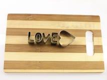 Amour et planche à découper de pain Photographie stock