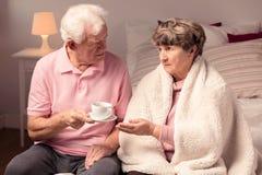 Amour et soin entre les couples Image stock