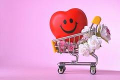 Amour et symbole de rose de jour de valentines coloré et rouge heureux de coeur dans le caddie Images stock