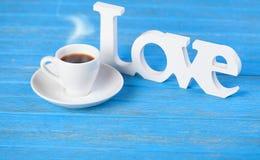 Amour et tasse de Word Photographie stock libre de droits