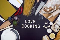 Amour faisant cuire l'en-tête de héros de cuisine Photos stock
