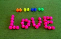 Amour fait à partir de la boule en plastique Photographie stock libre de droits