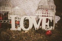 Amour - inscription en bois pour épouser Photos libres de droits
