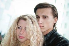 Amour - jeune couple ensemble images libres de droits