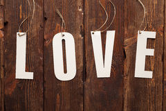 Amour - le papier se connectent le fond en bois Photos stock