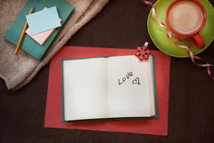 Amour - mot sur le fond brun de vintage Photographie stock libre de droits