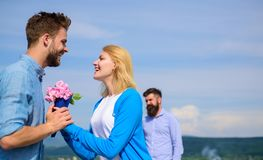 Amour neuf La fille de observation d'associé ex commence des relations heureuses d'amour Couples dans l'amour datant le jour enso Image stock