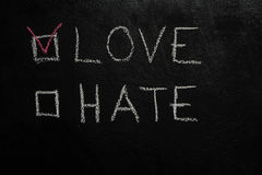 Amour ou haine sur le tableau noir Photo stock