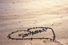 Amour pour l'été au concept de plage, été à un coeur sur Images libres de droits