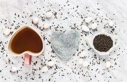 Amour pour le chocolat de thé vert et de blanc Photo libre de droits